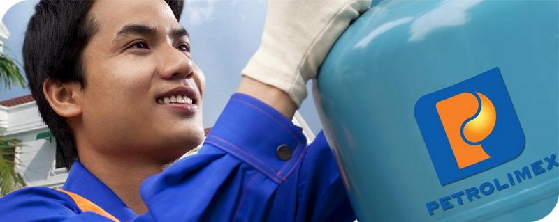 Nhân viên cửa hàng gas Petrolimex Xuân Thủy